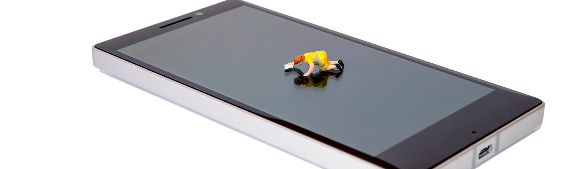 How to Safely Clean Your Smartphone